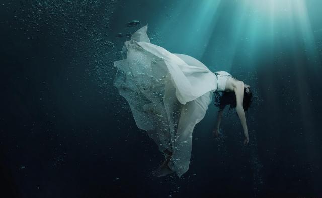 _under_water_girl-1574930