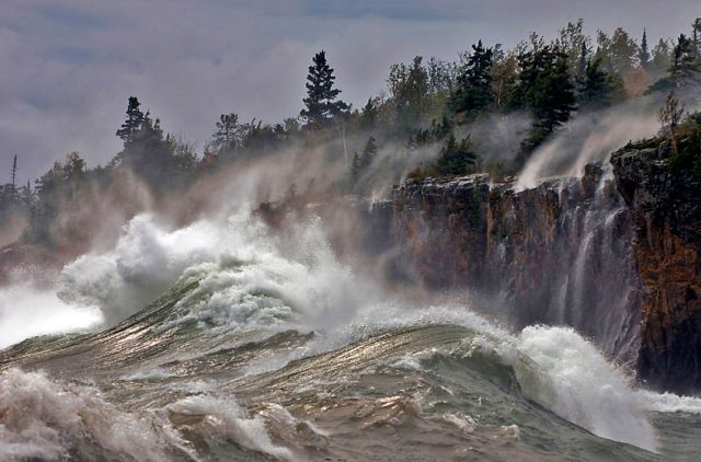818_1lake_superior_storm_waves_lck0047_copy